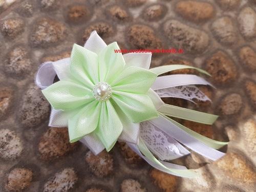 db2a54ed7 Svadobné pierko ženích svetlá zelená s bielou krajkou